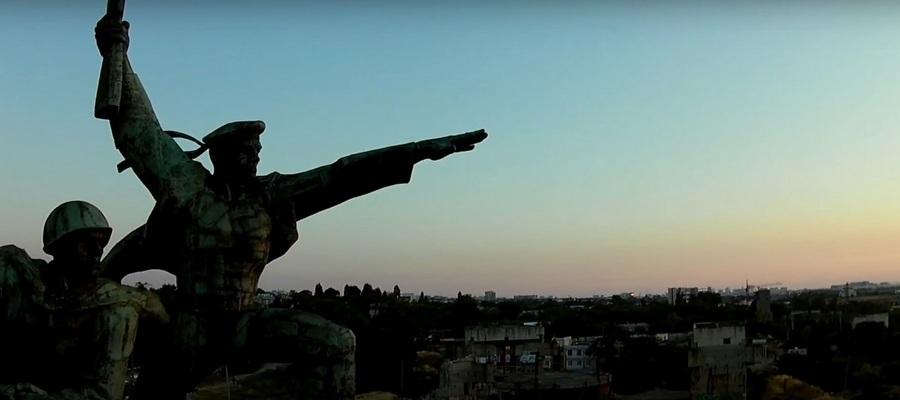 памятник матросу и солдату