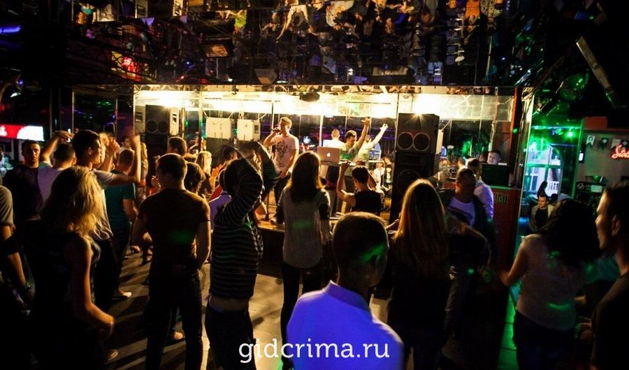 Ночные клубы севастополь вк алые паруса москва яхт клуб