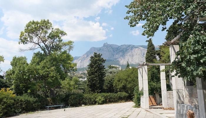 Фото дворец графини Паниной в Крыму вид на горы