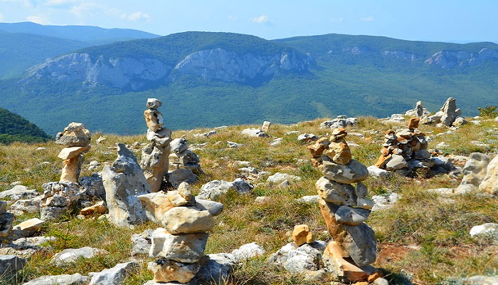 Каменные стражи на горе Бойко
