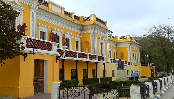 Картинная галерея Айвазовского на набережной Феодосии
