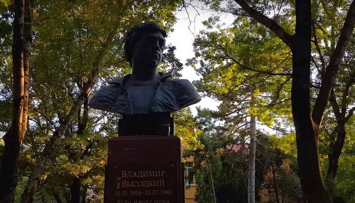 Сквер Высоцкого в Симферополе
