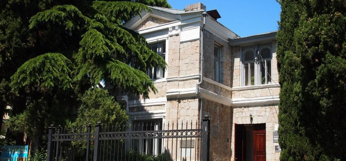 Дача Голубка библиотека в Алуште