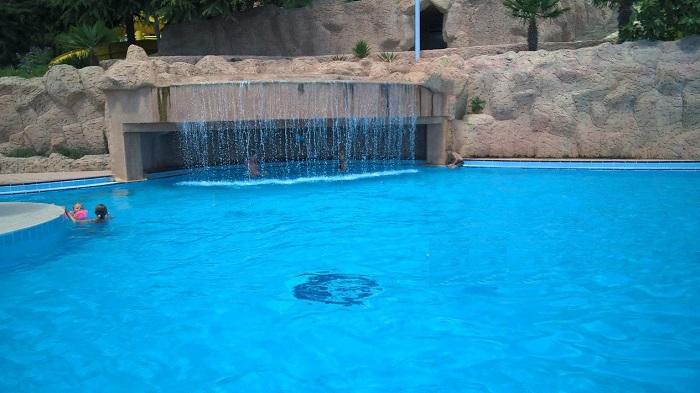 Фото Бассейны в аквапарке Миндальная роща Алушта