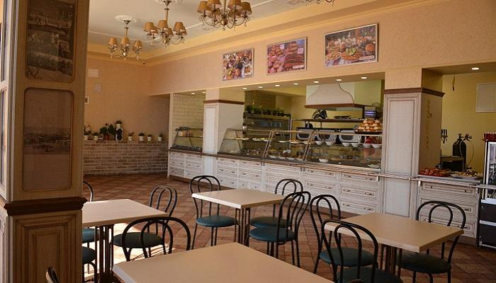 Интерьер столовой Вкусно в Алуште