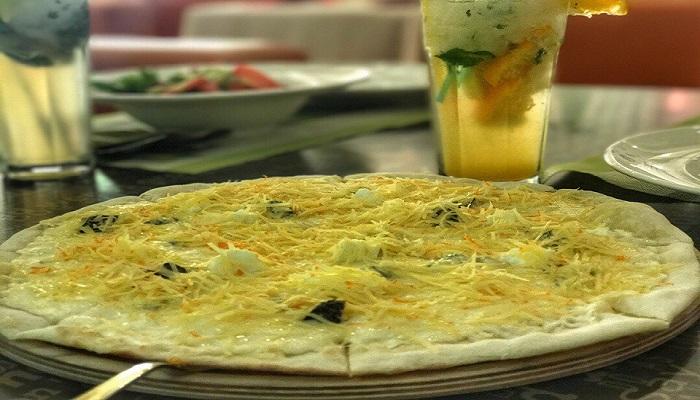Фото Пицца в кафе Подснежник Алушта