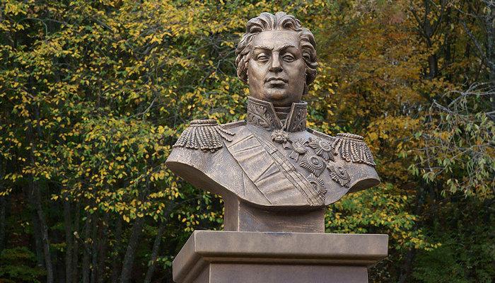 Памятник Кутузову в Алуште