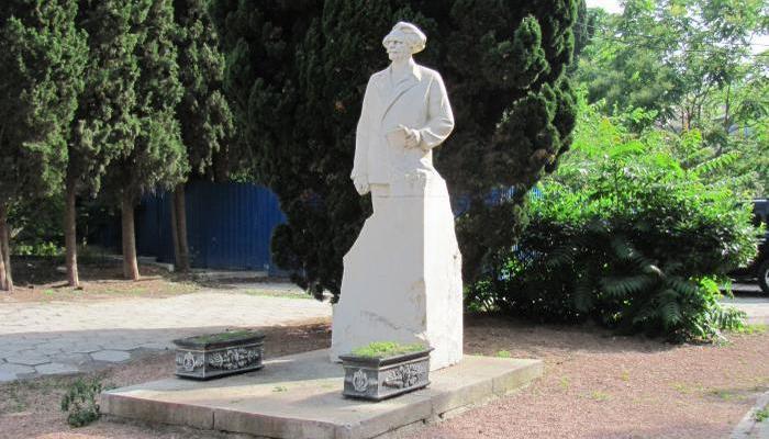 Памятник Сергеев-Ценский