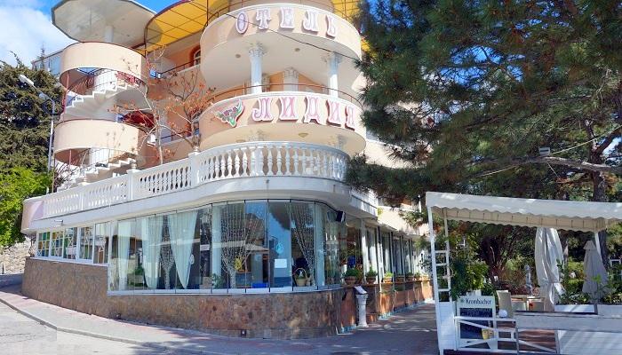 Ресторан Лидия на набережной Алушты