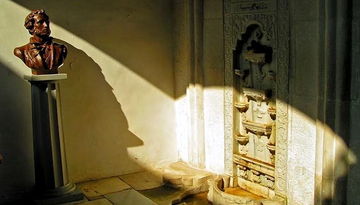 Бахчисарайский фонтан слез и Пушкин