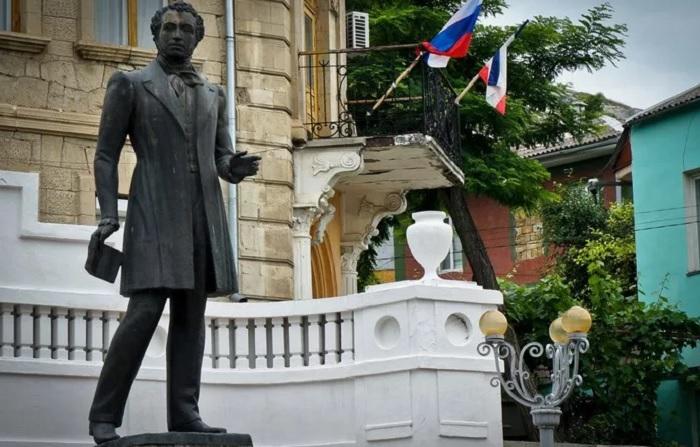 Бахчисарайский памятник Пушкину