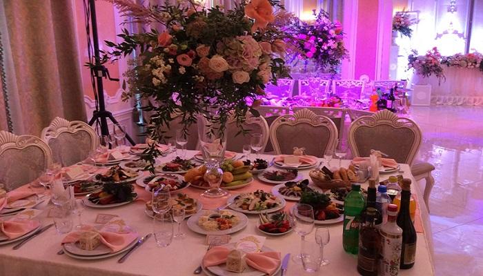 Фото Банкетный стол в ресторане Бахчисарай