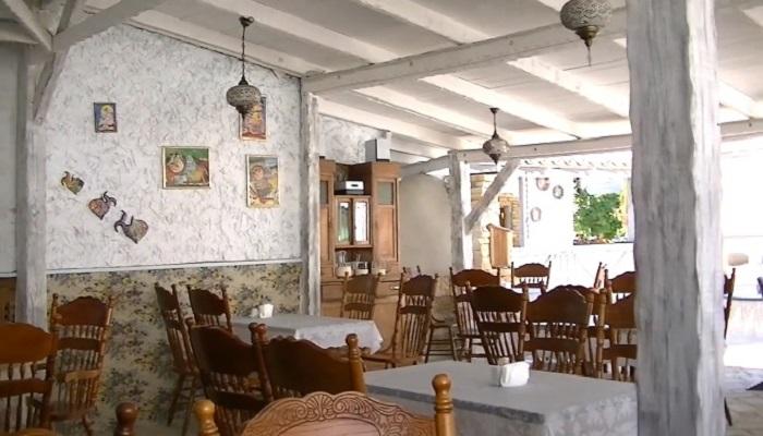 Интерьер кафе Йоськин кот в Евпатории