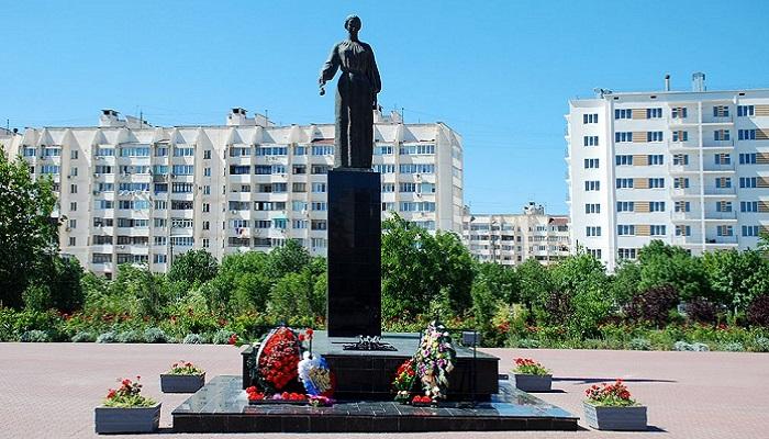 Фото Памятник Скорбящая Мать на Красной Горке