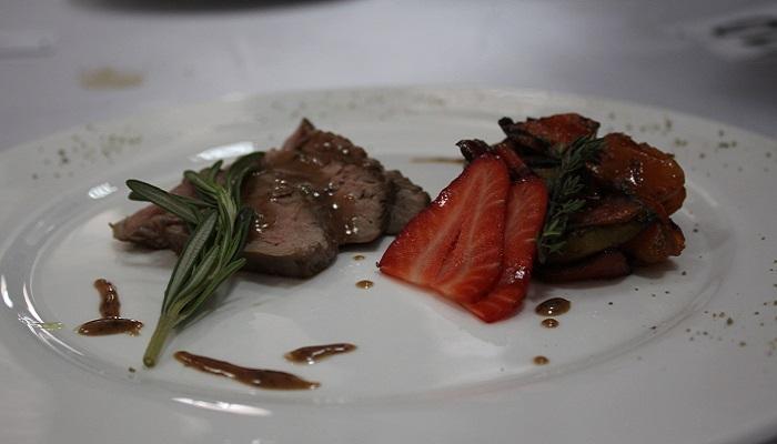 Мясное блюдо в кафе имени Ахматовой в Евпатории
