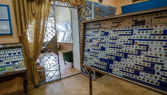 Фото Зал музея денег в Феодосии