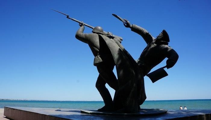 Памятник Феодосийскому десанту