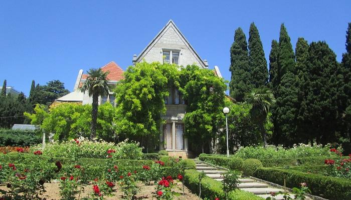 Харакс Гаспра Крым розарий перед дворцом