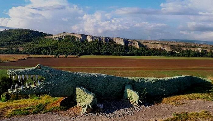 Макет Крокодила и гора Арман-Кая Крым