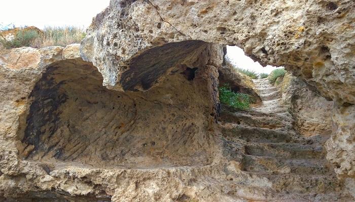 Фото Каменная лестница крепости Каламита