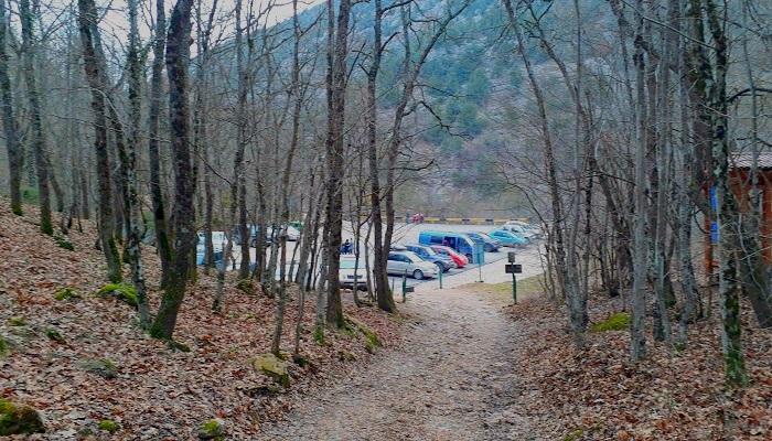 Автостоянка у Скельской пещеры