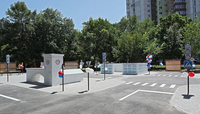 Фото Детский городок безопасности движения в парке Шевченко