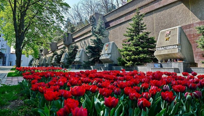 Аллея Городов-Героев в Севастополе