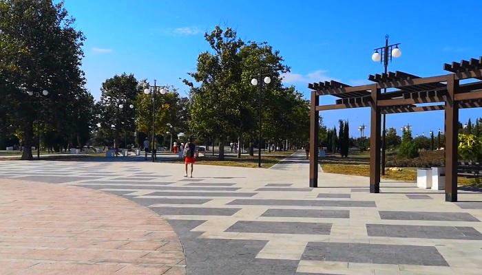 Аллея парка Победы в Севастополе