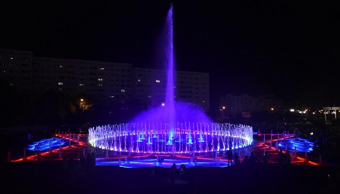 Фонтан ночью парк Победы Севастополь