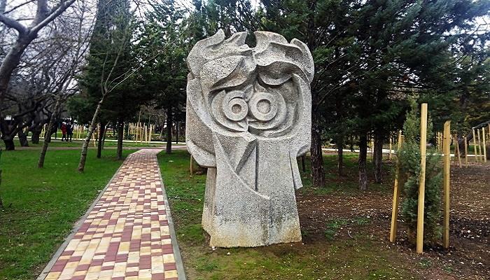 Каменный монумент сквера 60-летия СССР Севастополь