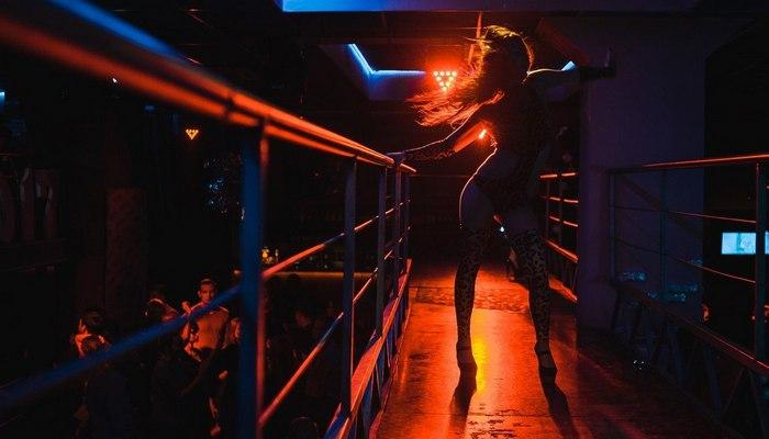 Ночной клуб севастополь баттерфляй бармены в ночные клубы москвы