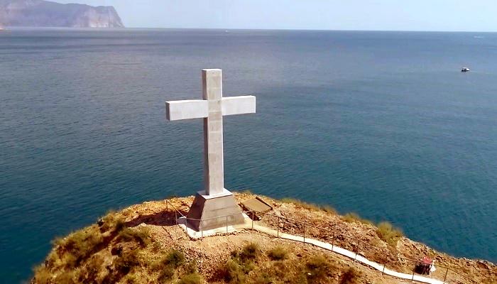 Православный крест на скале Святого Георгия Севастополь