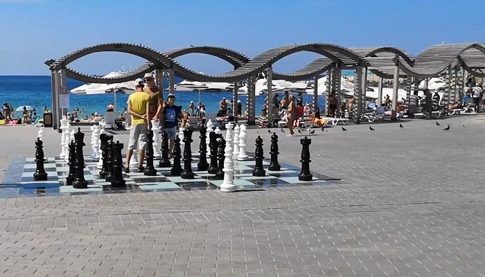 Шахматное поле в парке Ахматовой Севастополь