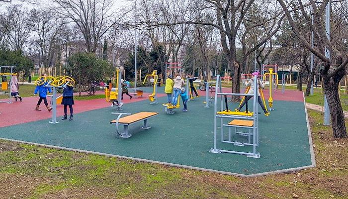 Спортивная площадка сквер 60-летия СССР Севастополь