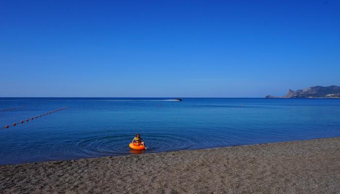 Фото центральный пляж Судака