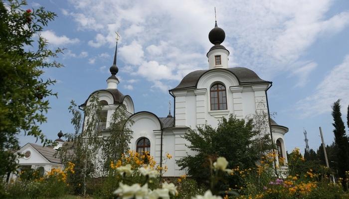 Церковь святого Иоанна Кронштадтского и Петра и Февронии