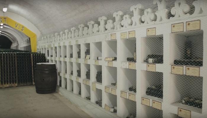 Фото Коллекция вина в новосветских подвалах