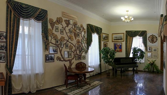 Фото Родовое дерево князя Льва Голицина в музее