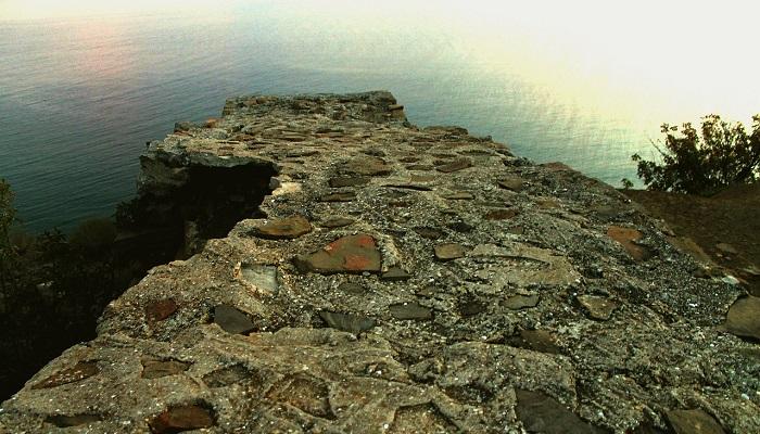 Фото Стена крепости Кутлак