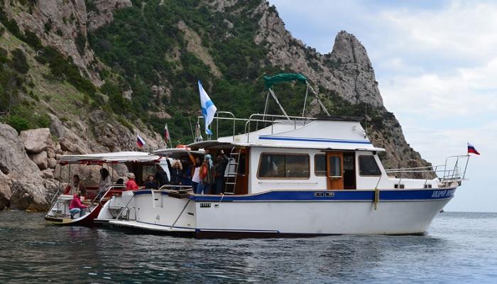 Аренда катера для корпоратива в Севастополе