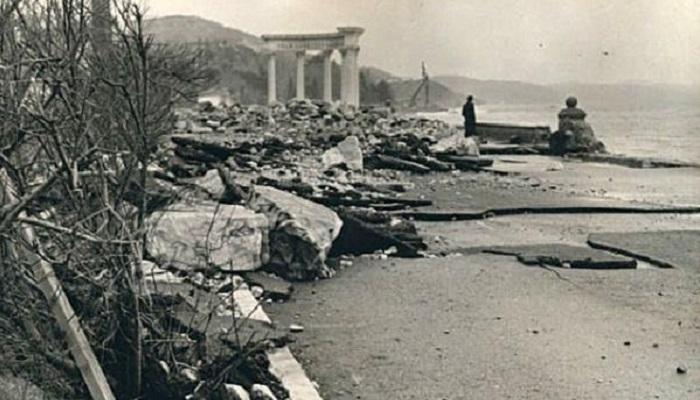 Фото ротонды в Алуште после шторма 60-е годы