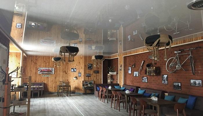Интерьер кафе Garag в Бахчисарае