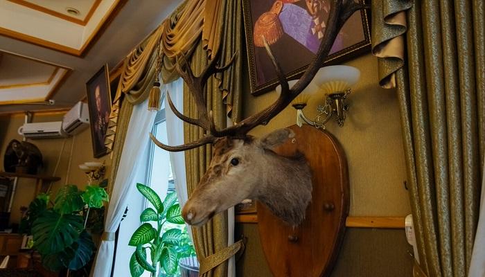 Интерьер ресторана Граф Кутузов в Алуште