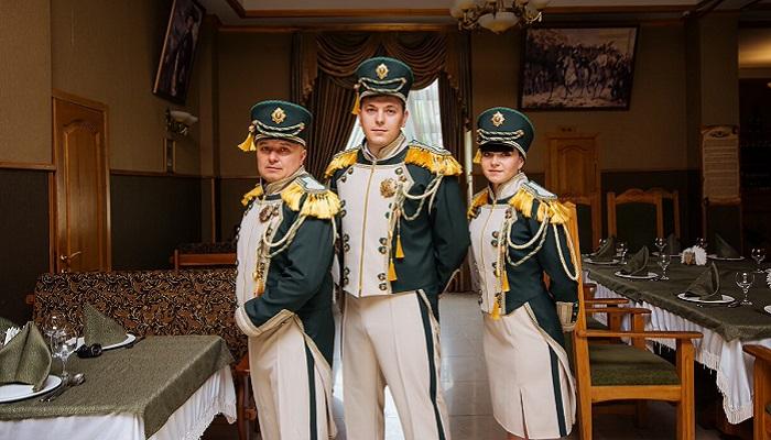 Официанты ресторан Граф Кутузов в Алуште