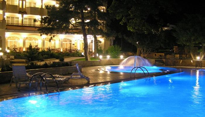 Отель Алые паруса на набережной Феодосии