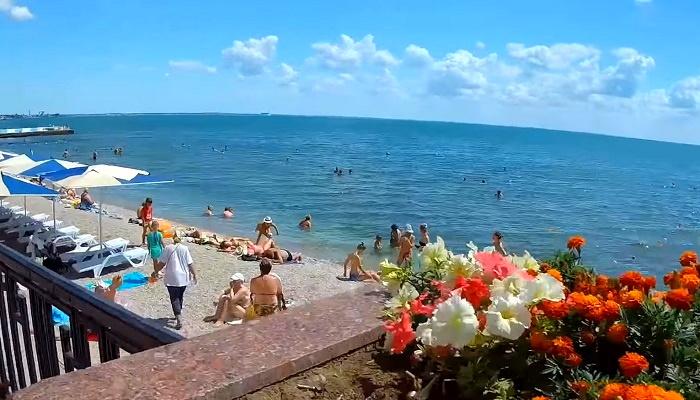 Пляж Камешки на набережной Феодосии