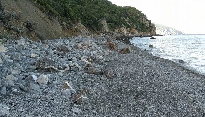 Дикий пляж мыс Мартьян Ялта Крым