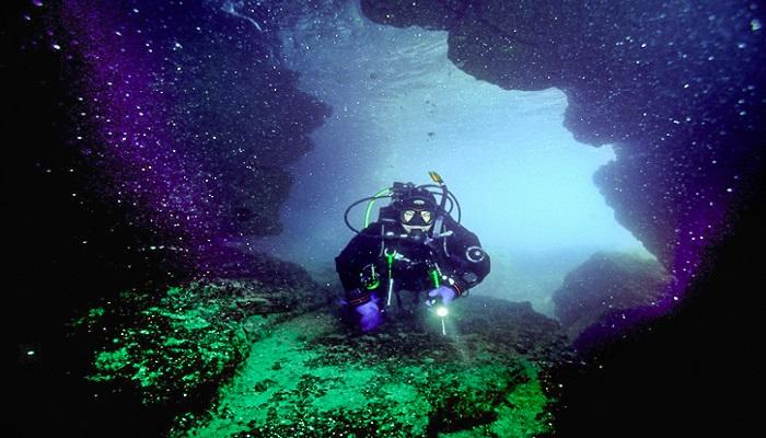 Подводная пещера Бутылочка на Тарханкуте