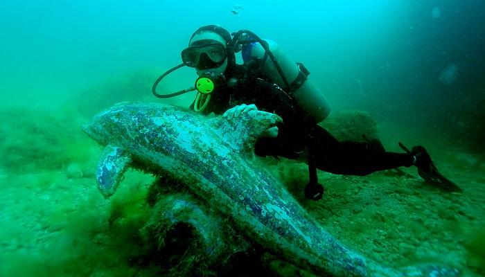Скульптура Дельфин на Тарханкуте