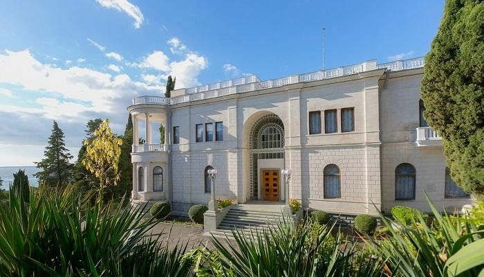 Современный дворец Суук-Су в Крыму